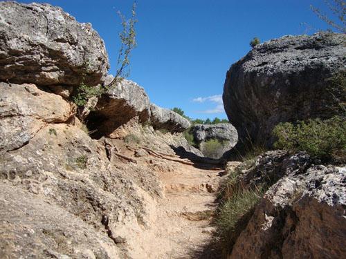 Pasillo de rocas