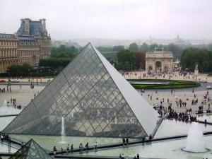Entrada al museo del Louvre