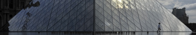 Pirámide museo del Louvre