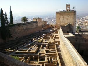 Alcazaba: Barrio castrense y Torre de La Vela
