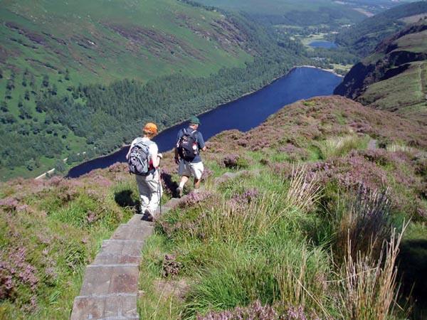 Senderismo en el valle de Glendalough