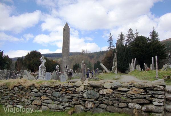 Cementerio y Torre de Glendalough