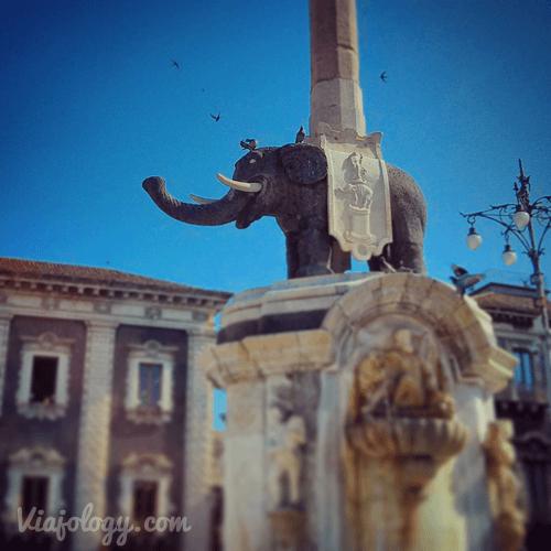 Ruta por Sicilia en coche. Elefante de Catania