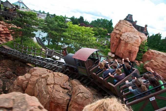 Subidos en la Big thunder Mountain en Disneyland París