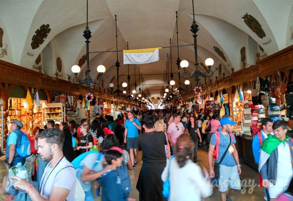 Interior mercado de Cracovia