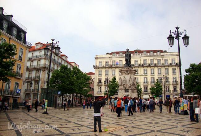 Plaza Luis de Camoes en Lisboa