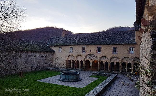 Claustro abadía de Conques