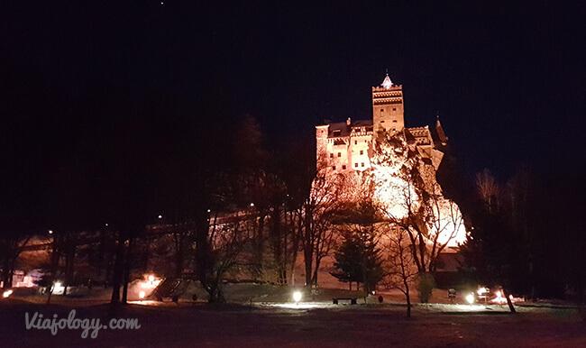 Castillo de Drácula por la noche