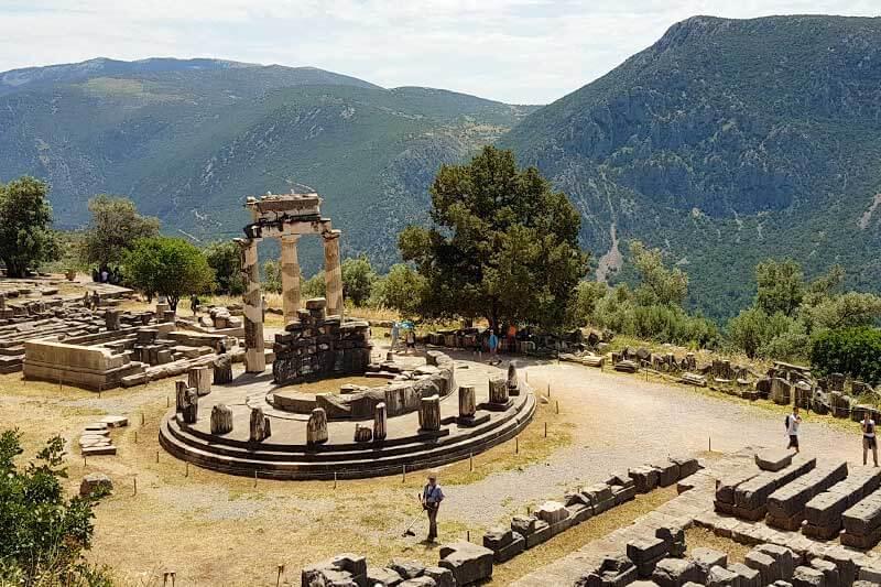 Tholos o Templo de Atenea en Delfos