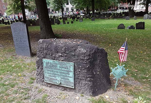 Lápida tumba de Samuel Adams