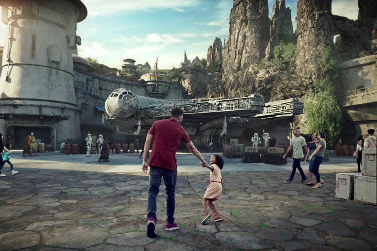 Atracción del Halcón MIlenario en parques Disney