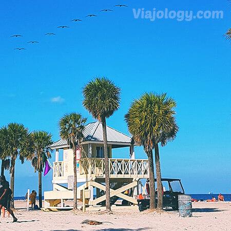 Socorristas en playas de Florida