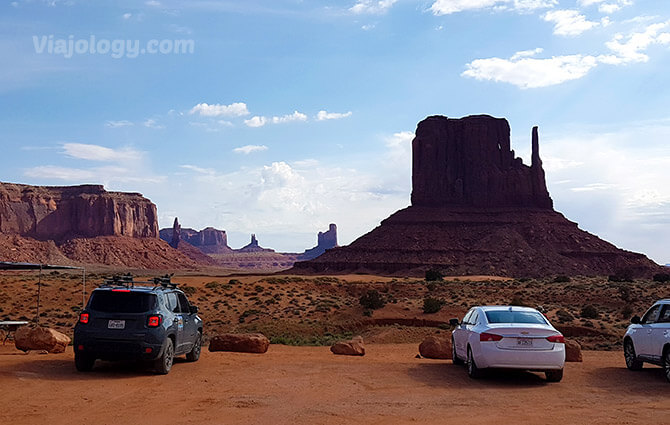 Coches en Monument Valley