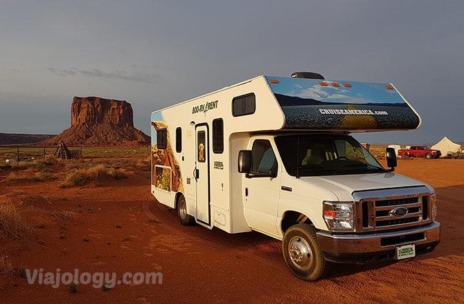 Autocaravana en Monument Valley